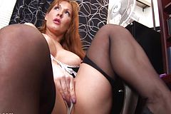 Torrid bare mature gal With Tat Frigs Herself
