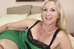 Blondie slut gets nude On sofa And Frigs Herself