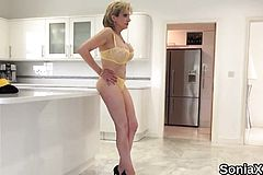 Cheating Uk milf Lady Sonia Flaunts her Heavy Breasts84jBZ