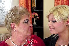 Naughty grannie And ash-blonde Honey have a Torrid Lezzy Gig