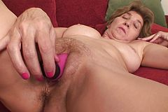 Older Slit slams a faux-cock In Her Elder Puss