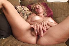 Aged lump Of vulva Gets Bare and wanks