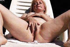 Old but Still Bimbo Mother masturb Ha from 1fuckdatecom