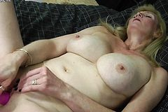 Seductive Blonde Mature mumsy With Rosaria from 1fuckdatecom