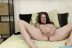 Curvy mother Cynthia Lynn Gets a Loud squirting Orgasm