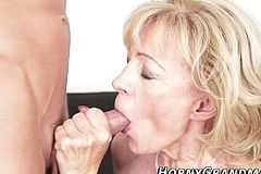 Old lady Takes cumshot