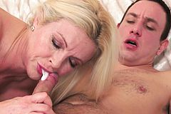 Heeled gilf Gets jizz