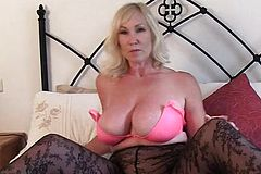British Mature sex with Cumshot
