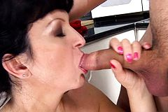 Brunette milf oral And cum In mouth