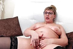 Chubby Milf Rubs Her Pussy On Webcam