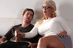 Stepmom With bigtits gives Dylan Snow a Head